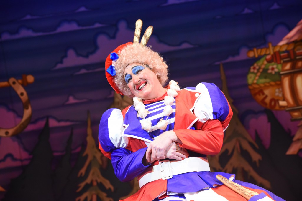 Iain Lauchlan - Beauty and the Beast - Photo Credit Robert Day (7) (1)